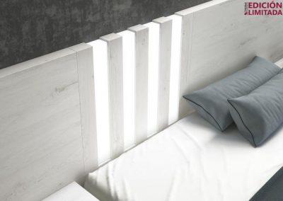 Cabecero matrimonio liso con luces led verticales y 2 mesitas de doble altura (bancada y cómoda opcionales)
