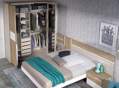 Dormitorio matrimonio con cama volada, cabecero y mesitas en 2 tonos de madera