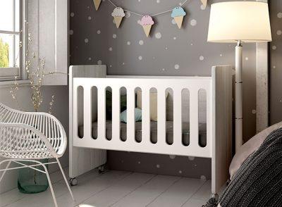 Cuna con ruedas moderna para habitación infantil