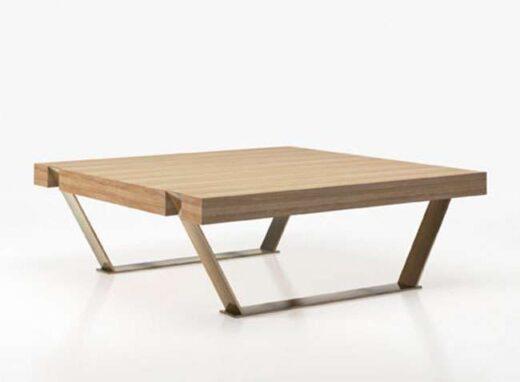 Mesa baja cuadrada para salón comedor en madera y patas de metal