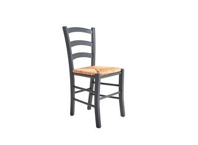Silla rústica de madera y asiento de enea
