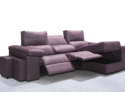 Sofá chaise longue con asientos motorizados + arcón elevable + 2 puffs en un brazo
