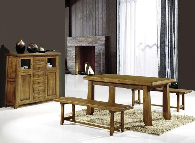 Conjunto mesa y bancos de madera lisa para comedor rústico