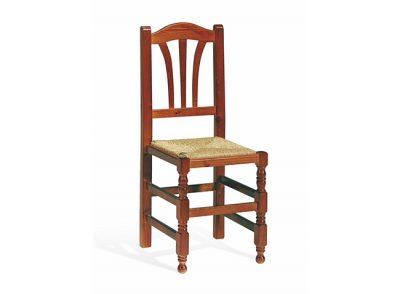 Silla rústica de madera de pino y asiento de enea