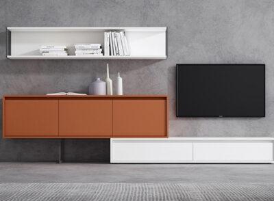 Composición modular de salón con aparador blanco y estantería colgada
