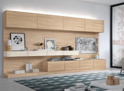 Composición modular de salón con puertas abatibles y paneles colgados de madera clara (con luces led adicional)