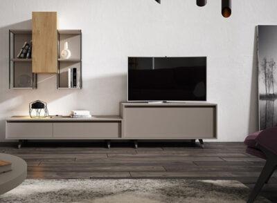 Diseño de salón pequeño con vitrinas colgadas sin puertas y modulo para TV
