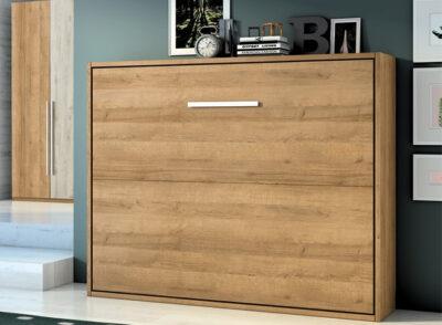 Dormitorio de matrimonio con cama abatible horizontal en madera clara