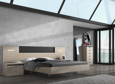 Dormitorio de matrimonio con cabecero con luces leds y líneas rectas en madera con detalles negros