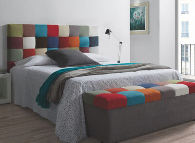 Habitación juvenil para cama de matrimonio con cabecero en patchwork