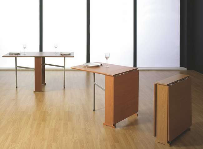 Mesa de cocina con alas abatibles de madera clara