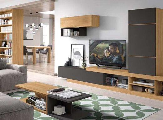 salon-en-negro-y-madera-con-mueble-bajo-vitrina-y-modulo-colgado