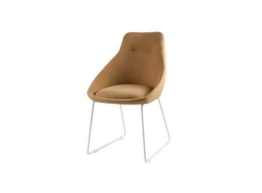 silla-de-comedor-tapizada-en-tela-diseno-moderno