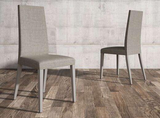 silla-madera-con-respaldo-alto-y-tapizada