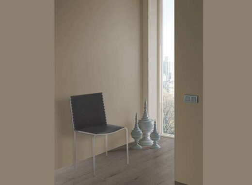 silla-metalica-moderna-asiento-tapizado-polipiel