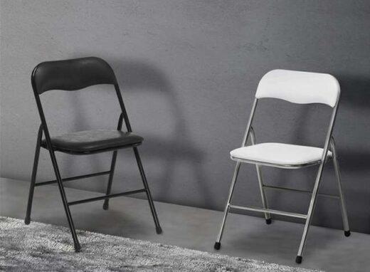 silla-plegable-barata-en-blanco-o-negro