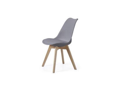 Silla fabricada en PVC o polipropileno en color gris y madera de haya