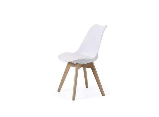 sillas-de-pvc-o-polipropileno-en-color-gris-y-madera-de-haya