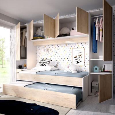 Dormitorio juvenil estilo nórdico con dos camas, armarios y altillo