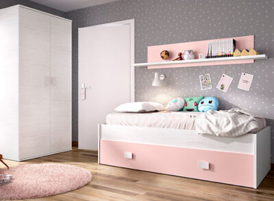 Dormitorio juvenil en gris y rosa con cama, cajón de almacenaje y estantería incluida