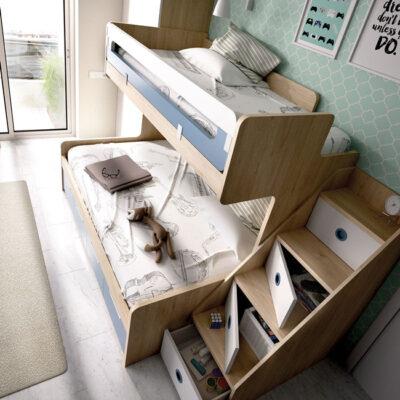 Dormitorio juvenil azul y madera con litera baja de matrimonio, armario y almacenaje