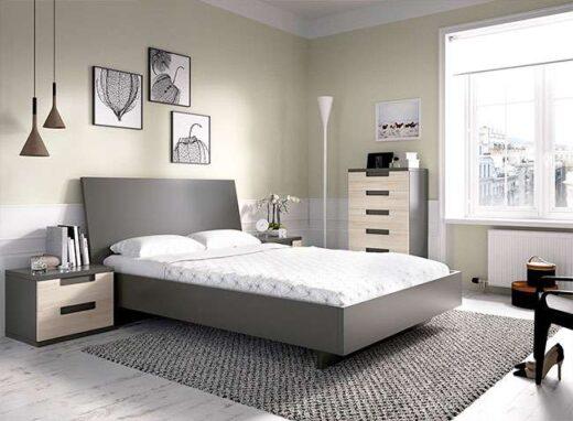 habitacion-juvenil-en-gris-y-haya-con-cama-de-matrimonio-cajonera-y-mesitas-de-noche