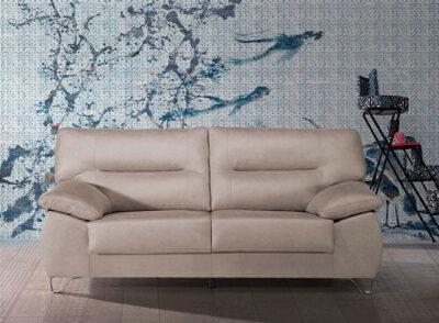 Sofá 3 plazas beige con patas metálicas de diseño