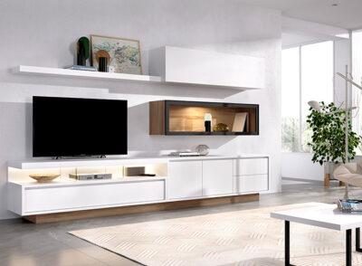 Muebles blancos para televisión con vitrina y módulos colgantes