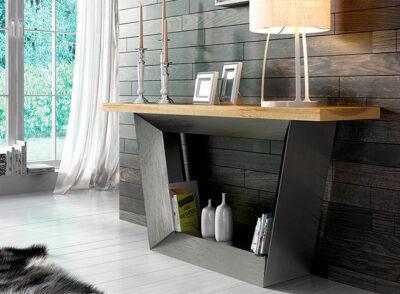 Recibidor estilo industrial con balda de madera y base en plateado