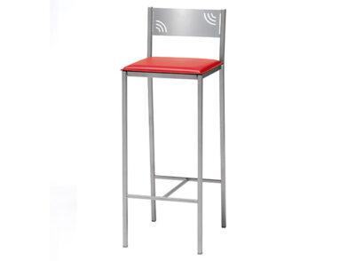 Taburete rojo de polipiel con respaldo y estructura de aluminio