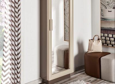 Zapatero vertical estrecho con puerta de espejo