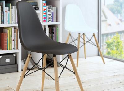 Silla escandinava negra con patas de madera