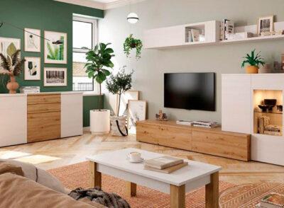 Salón blanco y madera con mueble bajo TV vitrina y estantería